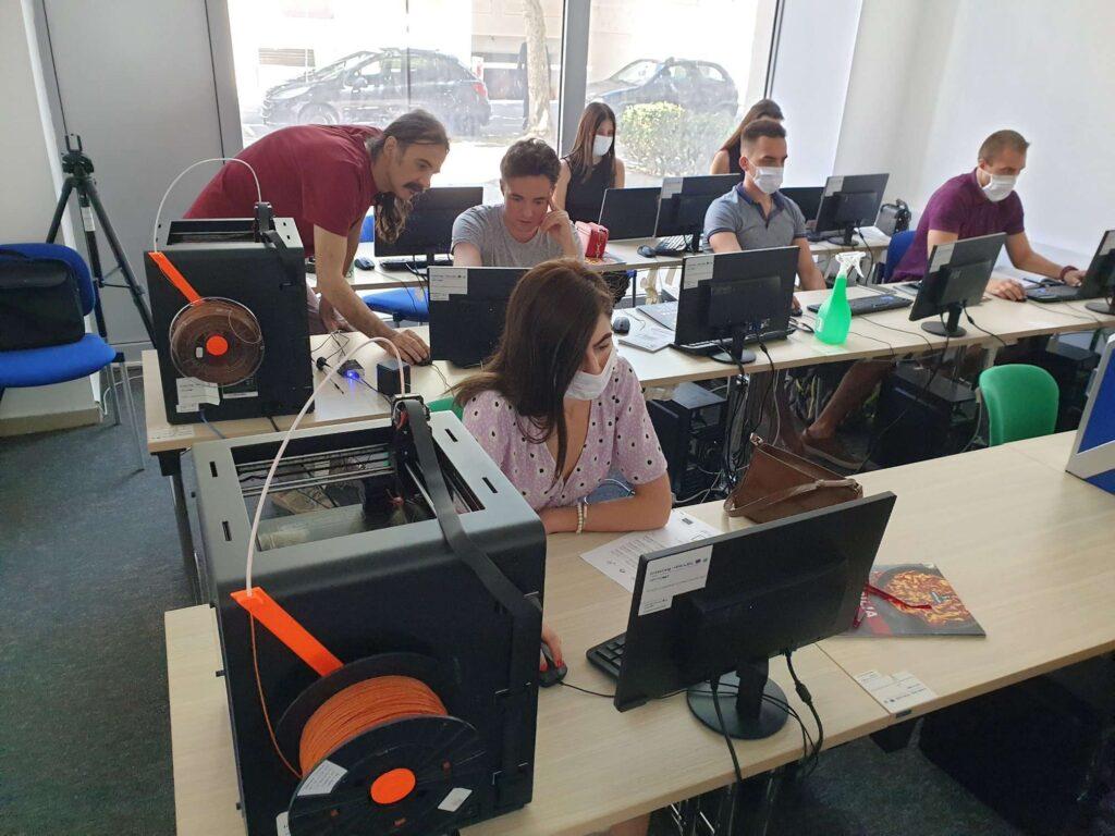 i2 Space trajnimi: Dizajn grafik për sipërmarrësit